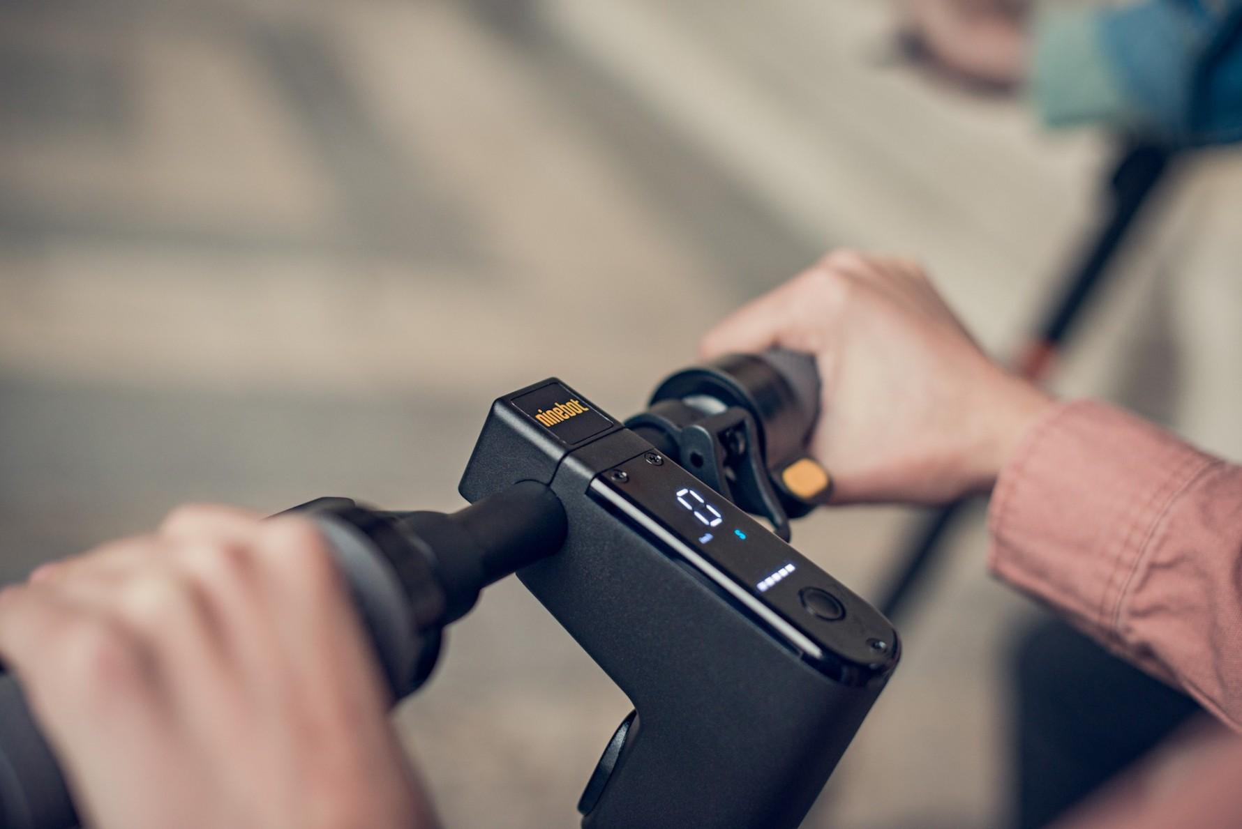 Elektrická koloběžka Ninebot by Segway MAX G30 vás ohromí extra dlouhým  dojezdem